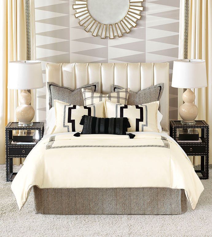 ABERNATHY BEDSET - PLAID,CLASSIC, BLACK AND WHITE,CONTRAST,CREAM,GREEK KEY,GRAPHIC,GEOMETRIC,ELEGANT,BEDSET,BEDDING SET,STRIPED,BLACK,WHITE,IVORY,DUVET,COMFORTER,SHAMS,CONTRAST,LUXURY BEDSET,NEUTRAL