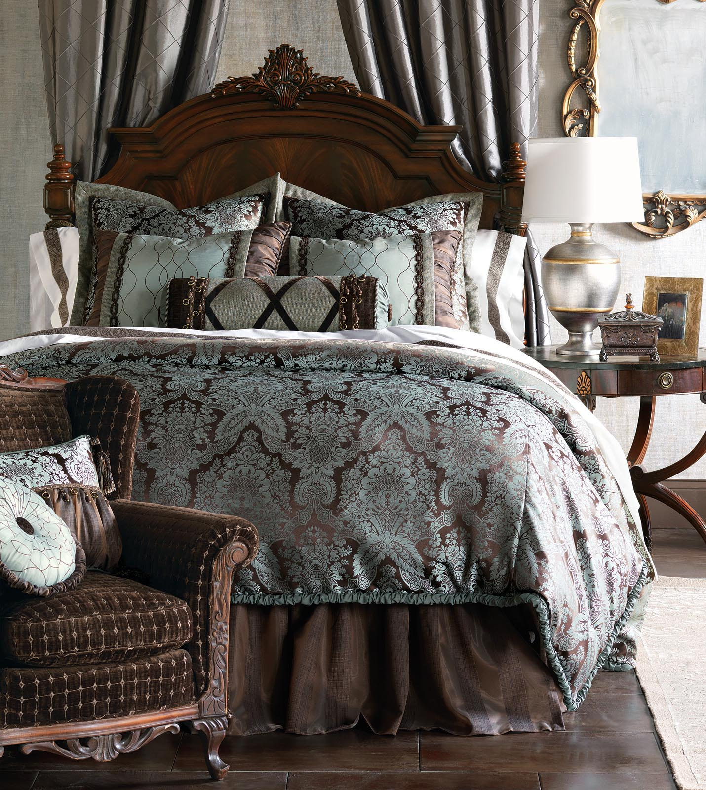Marquise luxury bedding by eastern accents cabrera for Designer bed pics