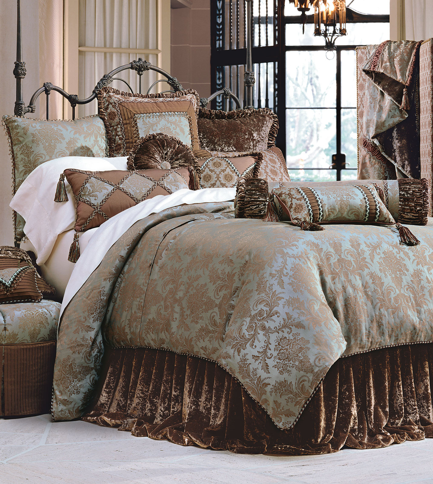 Luxury bedding by eastern accents foscari duvet for Designer bed pics